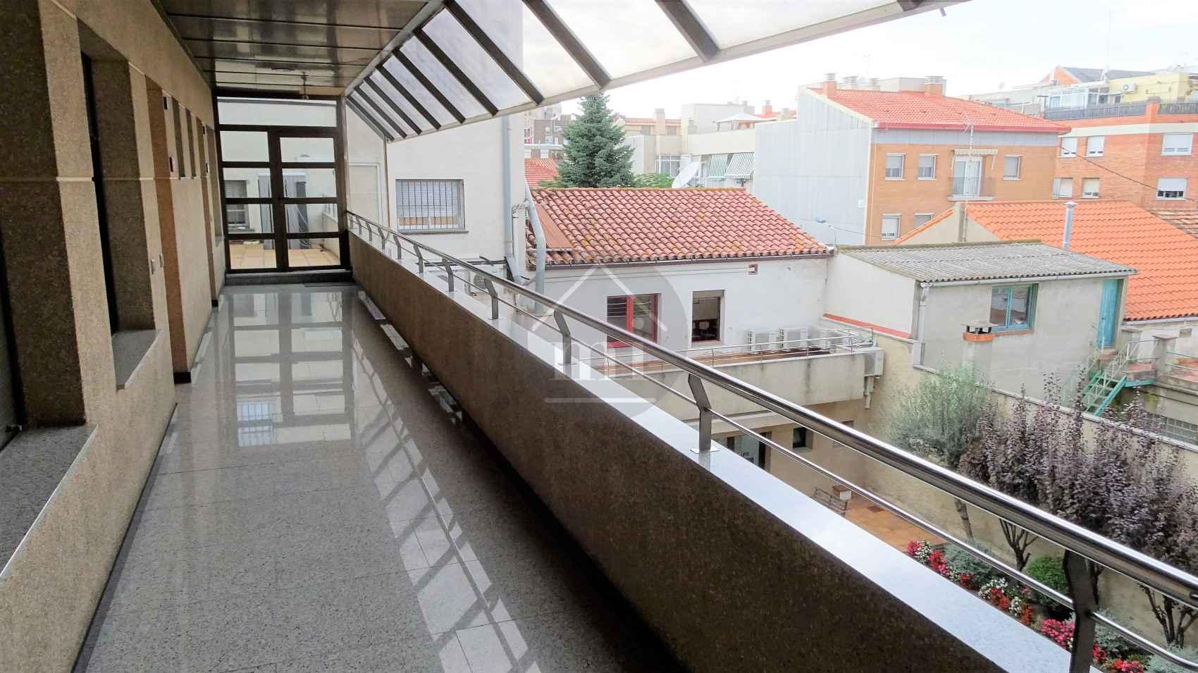 Oficina en santa perp tua de mogoda centro barcelona for Piscina santa perpetua